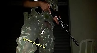 Militar punhetando
